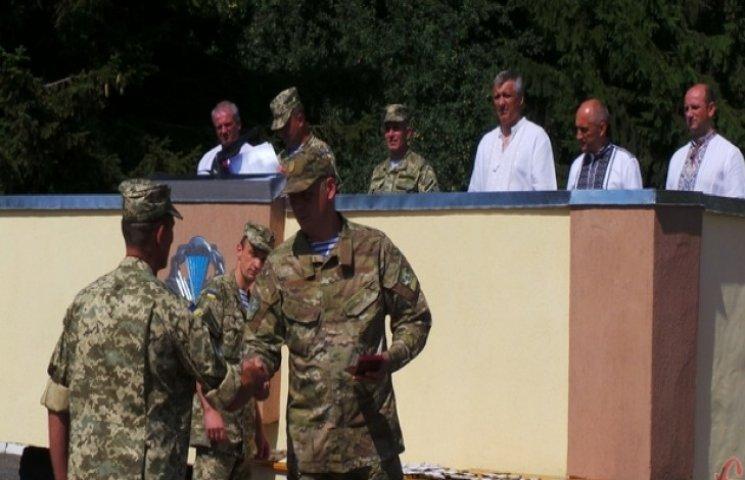 Хмельницьким військовослужбовцям 8-го окремого полку вручили державні нагороди