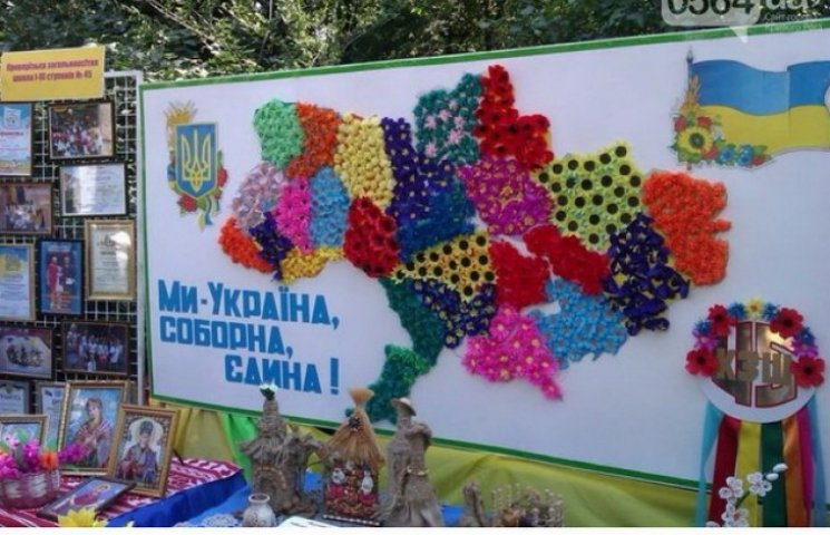 На вотчині Вілкулів школярі створили квіткову карту України без Криму