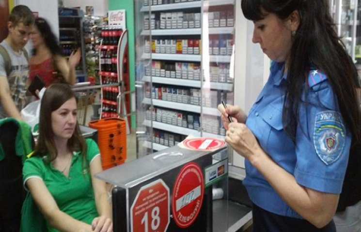 На Хмельниччині відібрали 19 ліцензій за продаж алкоголю і цигарок неповнолітнім