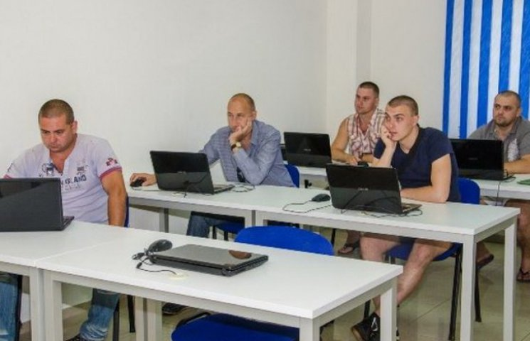 На Дніпропетровщині демобілізованих адаптують до мирного життя за допомогою ІТ