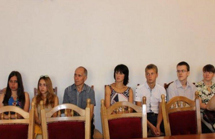 Кримчанин, який народився на День Незалежності, отримав паспорт у Вінниці