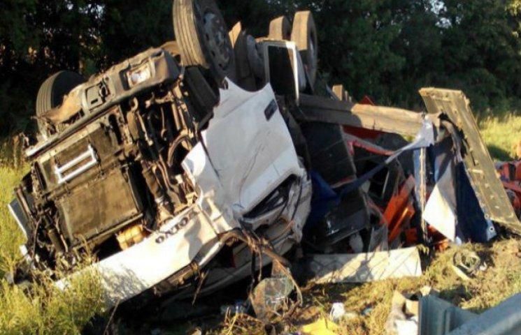 На Полтавщині перевернулася вантажівка