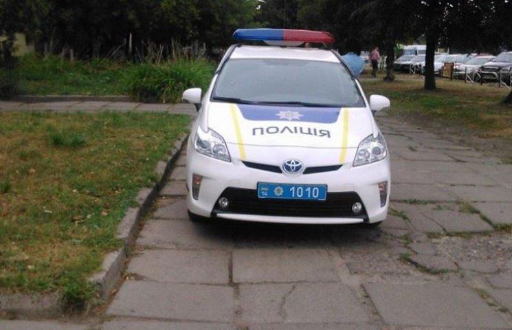Нові львівські поліцейські паркуються, як олені