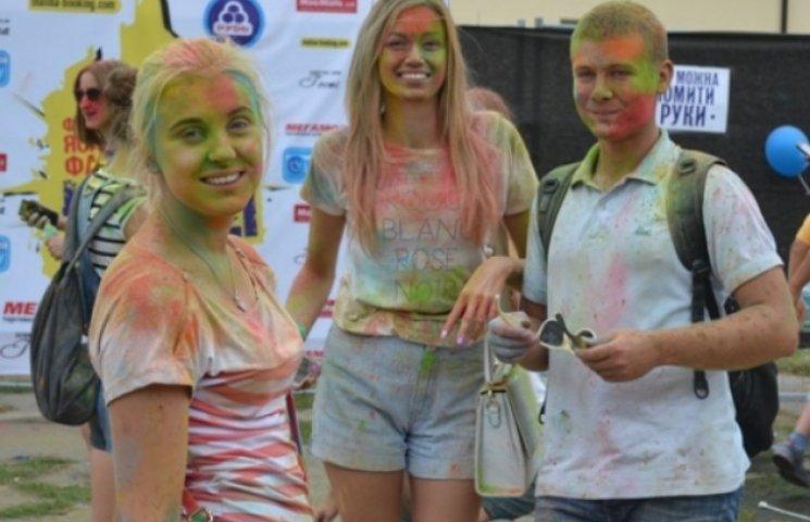 Вінничани пофарбувались, щоб допомогти бійцям АТО
