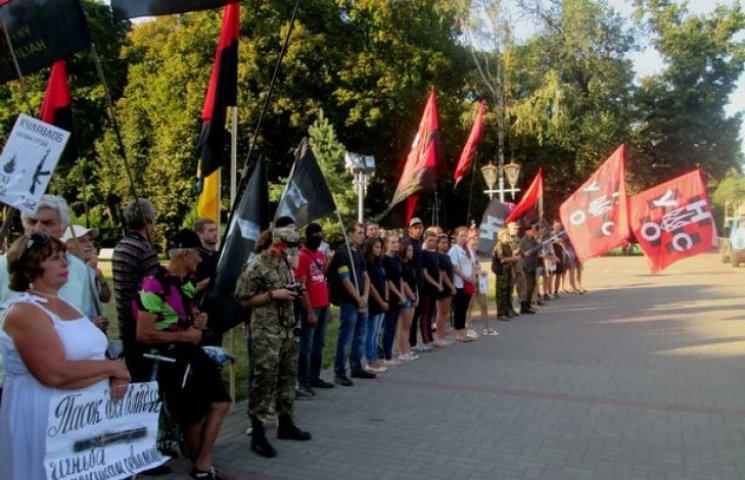 Як полтавські активісти повертали місту українські прапори замість вкрадених