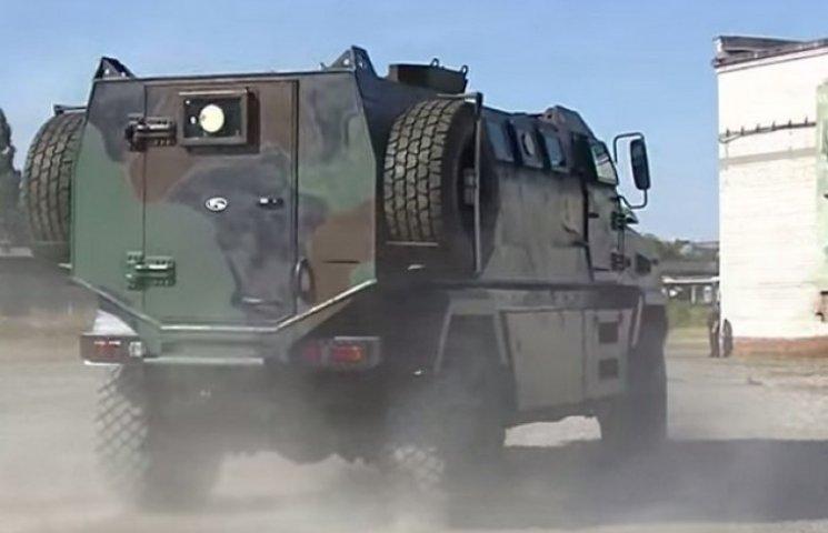 """На Полтавщині похизувалися новим бронеавтомобілем """"КрАЗ Feona"""""""