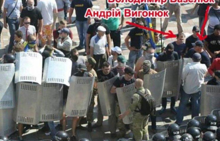 """Під Радою """"засвітились"""" вінничани"""