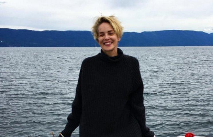 58-летняя Шерон Стоун без макияжа удивила фигурой в бикини