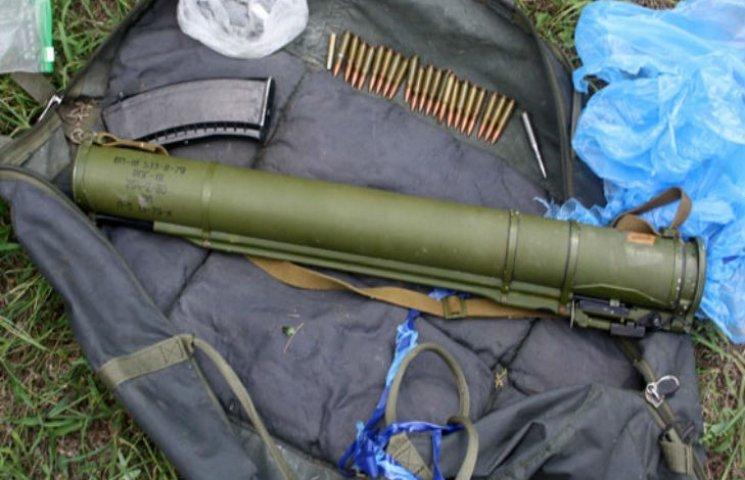 На Полтавщині знайдено схов з кілерівською зброєю