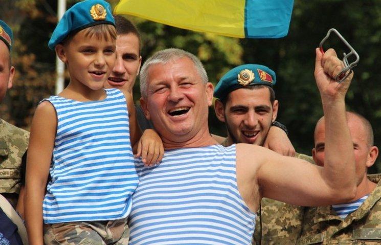 Як десантура та спецназ відзначили День ВДВ у Вінниці