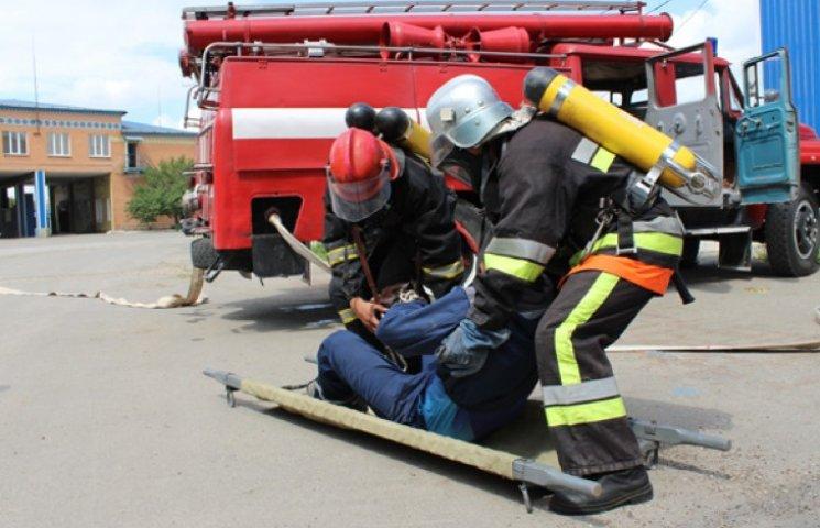 На Хмельниччині гасили пожежу на хлібоприймальному підприємстві - умовну