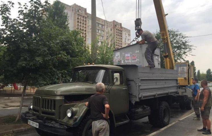 """Мер Миколаєва дозволив залишити на зупинках транспорту по одній """"подзвонишці"""""""