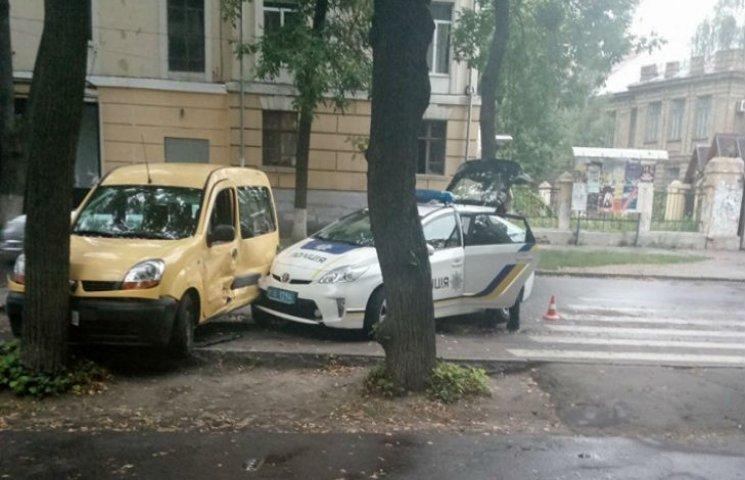 У Полтаві поліцейські протаранили іномарку