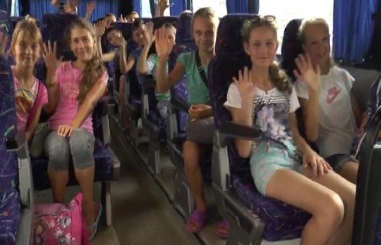 """Діти з Луганщини знову відпочивають у хмельницькому """"Березі надії"""""""