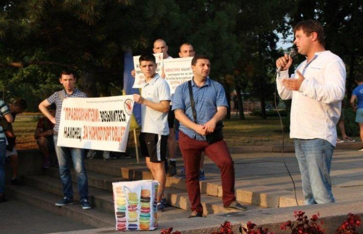 """Правоохоронці, візьміться за драгдилерів: миколаївці мітингували проти поширення """"спайсів"""""""