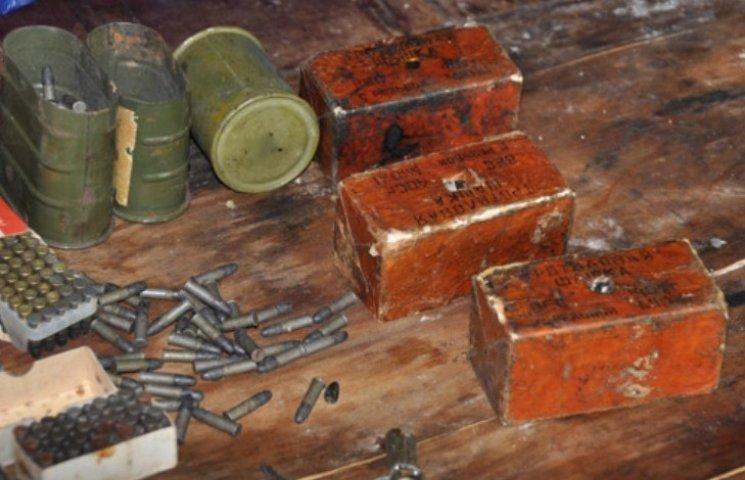 Тротил, набої, ножі: миколаївець заявив, що назбирав арсенал зброї у безхатченків