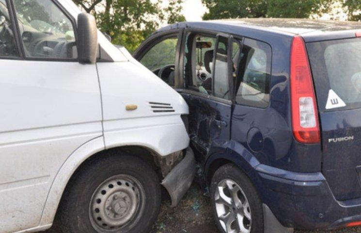 На Миколаївщині зіштовхнулись легковик та мікроавтобус: постраждали діти