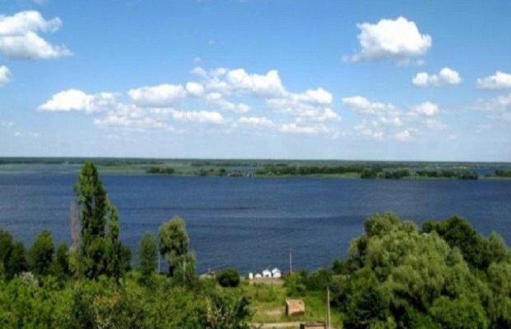 """На Красилівщині продали """"заборонені"""" землі"""