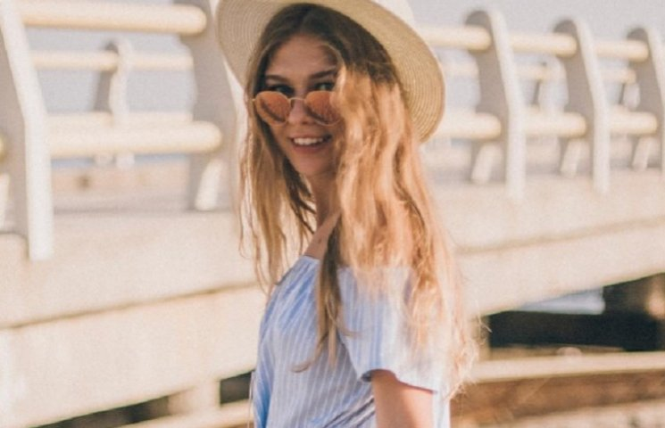 15-річна донька Брежнєвої в бікіні навчи…
