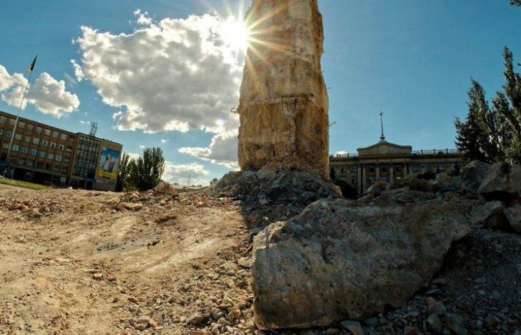 В Николаеве обещают очистить Соборную площадь от остатков Ленина на следующей неделе