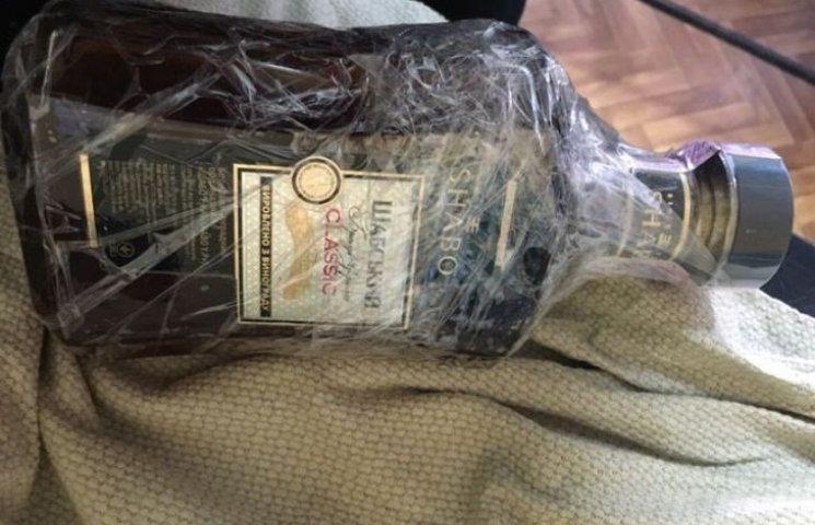 Життя зеків миколаївської колонії намагались розвеселити пляшкою коньяку