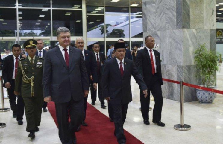 Порошенко призвал парламент Индонезии поддержать крымских татар