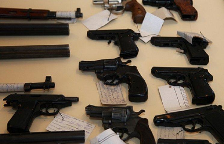 На Хмельниччині за півроку добровільно здали 350 одиниць зброї