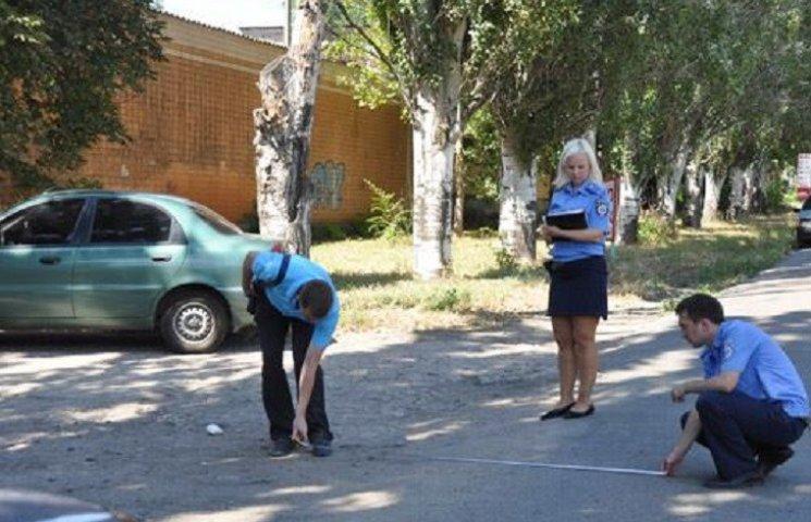 У Миколаєві посеред вулиці знайшли чоловіка з численними порізами та переламами