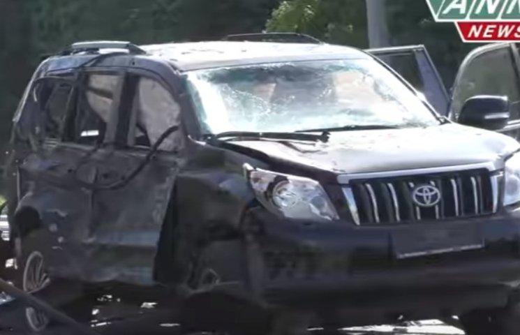 Кров і шматки металу на дорозі: Як виглядає розкурочений джип, що підірвав Плотницького
