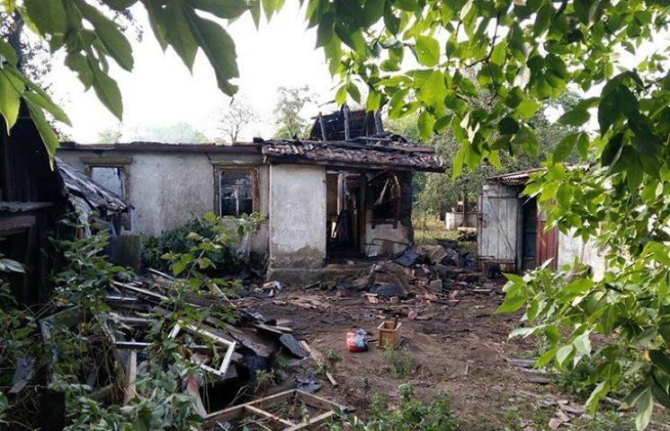 Терористи вночі обстріляли домівки мешка…