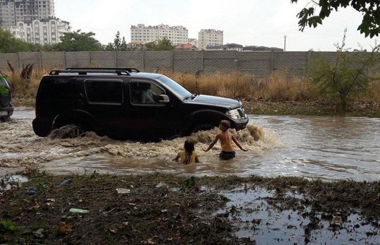 Окупований Севастополь пішов під воду
