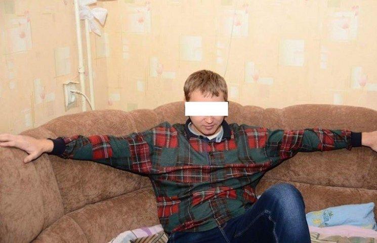У Миколаєві таксист-педофіл розбещував 6-річну дитину