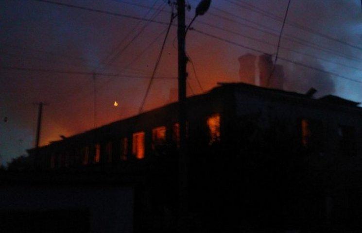Очевидці пожежі в Барі опублікували відео палаючого будинку