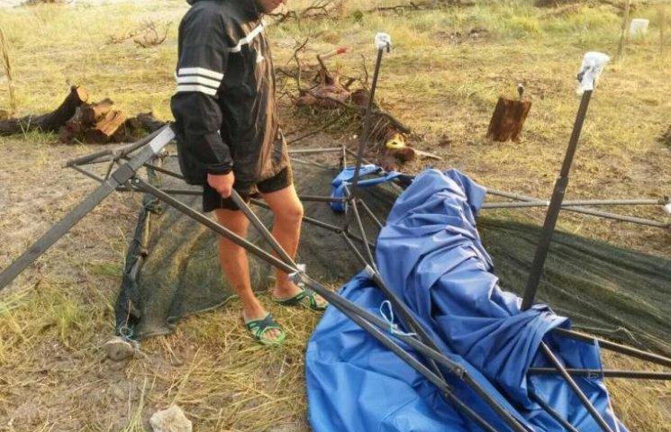 На Кинбурне шторм снес палатки отдыхающих