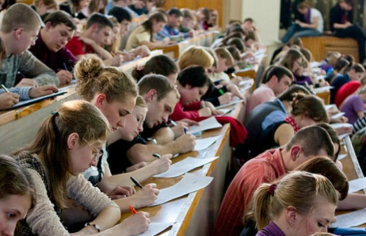 Мінфін пропонує позбавити студентів стипендій