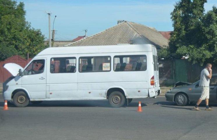 У Миколаєві Daewoo Lanos влетів в маршрутку