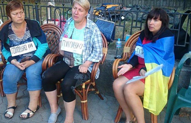 """Як """"майдан Савченко"""" ночував під вікнами Порошенка"""