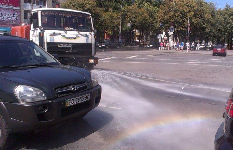"""У Хмельницькому """"освіжають"""" вулиці"""