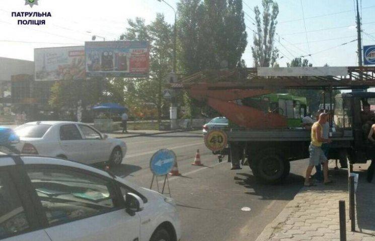 У Миколаєві маршрутка влетіла у ГАЗ комунальників