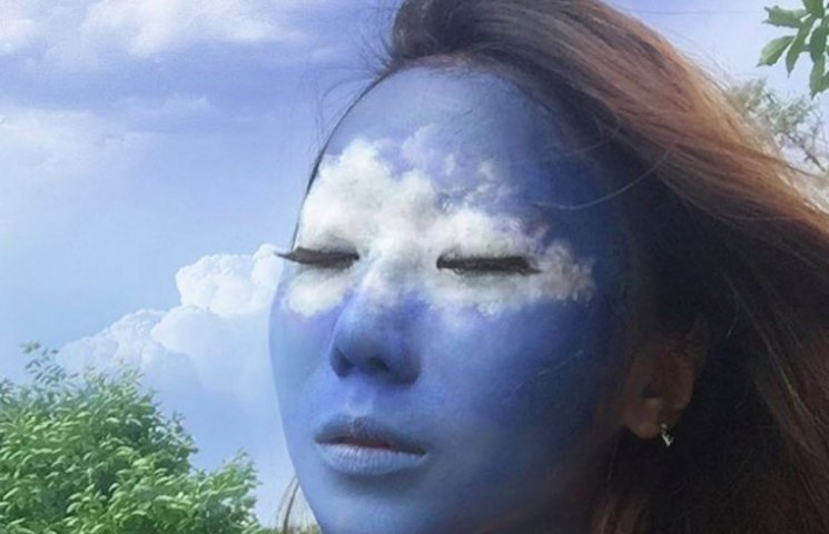 Як корейська художниця на обличчях картини малює (ФОТО, ВІДЕО)
