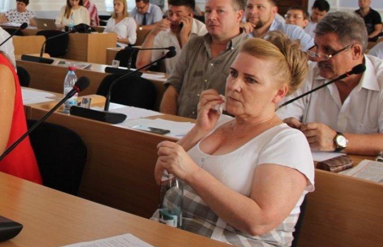 У Миколаєві депутатка-опоблоківка не встала під час вшанування пам