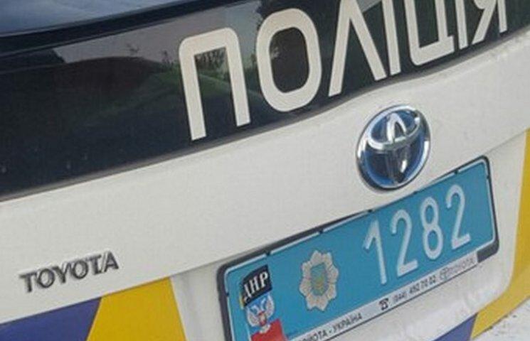 """У Вінниці на поліцейський """"Пріус"""" наклеїли символіку """"ДНР"""""""