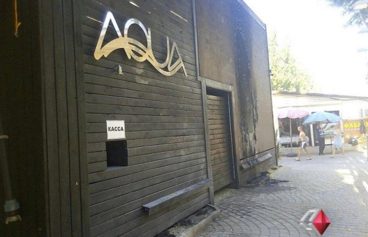 В Коблево троє в балаклавах підпалили нічний клуб