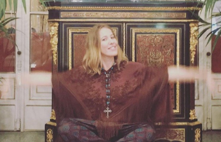 Вагітна Собчак похизувалася українською сукнею
