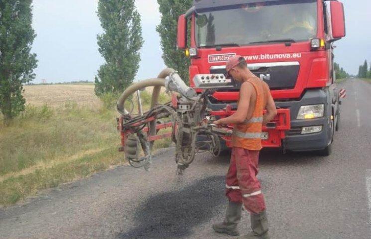 Миколаївські дорожники звітують про усунення дефектів майже 6 тис. кв.м покриття