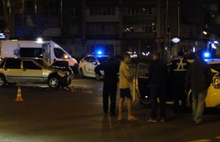 У Хмельницькому зіткнулись Volvo та Peugeot