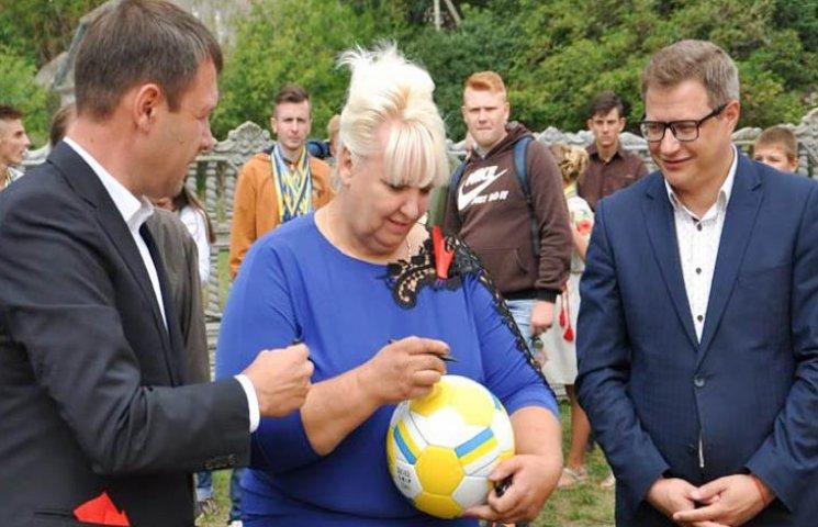 Найбільша тергромада Хмельниччини відкрила сучасний спортмайданчик