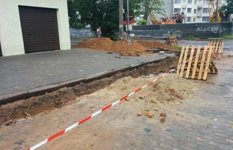 У Миколаєві гаражі, що будують замість логістичного центру, почали узаконювати