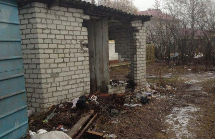 У Миколаєві збираються демонтувати туалети в дворах багатоповерхівок