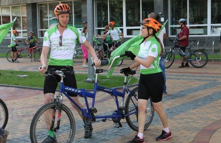 Незрячі велосипедисти заїхали у Вінницю в рамках інклюзивного проекту